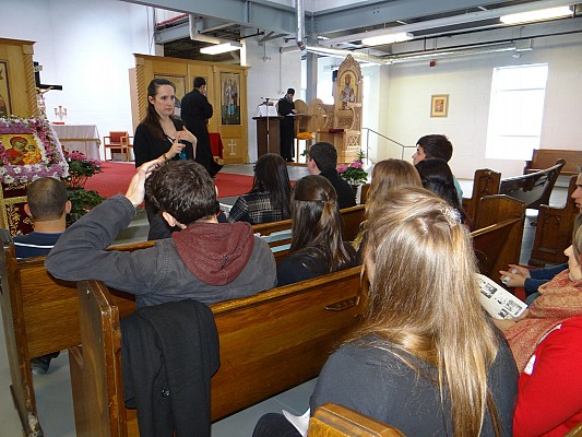 Natalie Kapeluck Nixon leading a parish workshop.